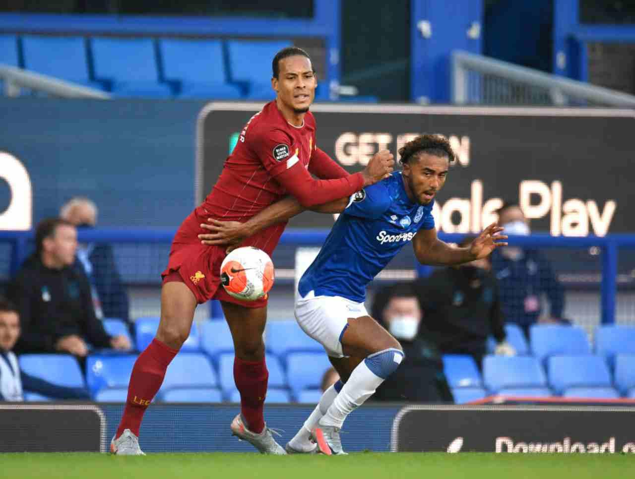 Premier League, Van Dijk contrasta Calvert-Lewin durante Everton-Liverpool