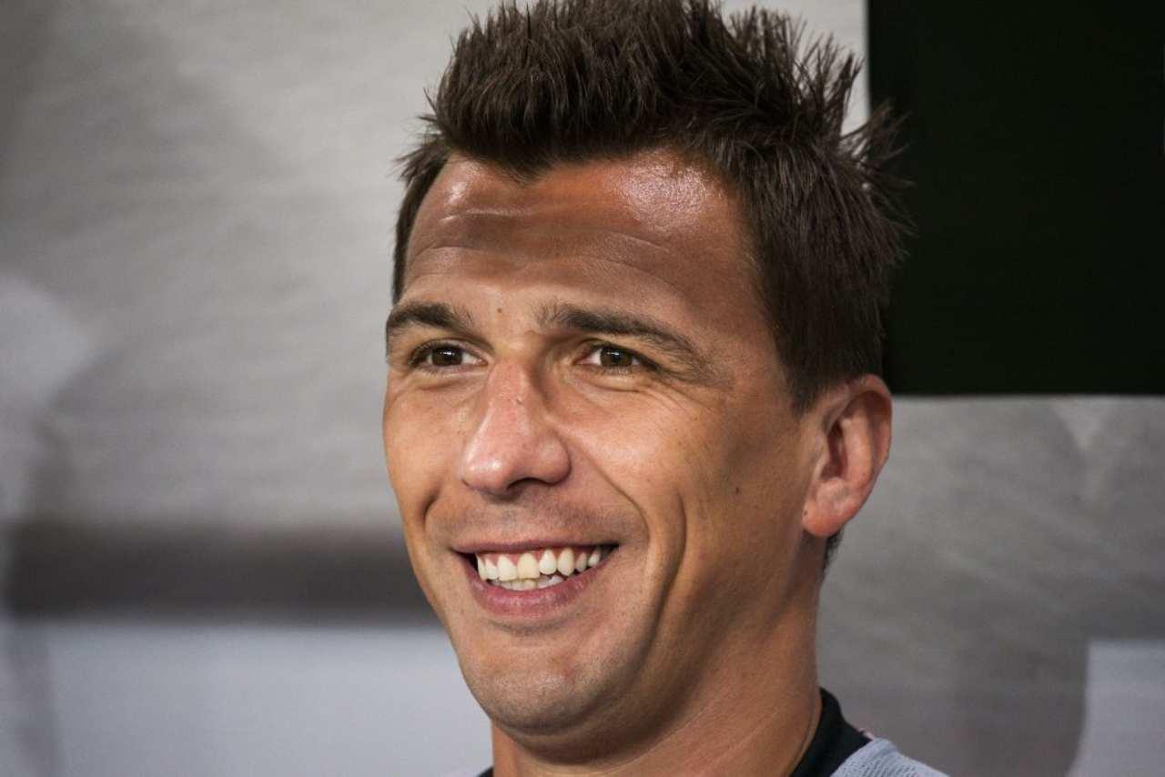 Mandzukic al Milan, l'ex Juve divide i tifosi rossoneri: le reazioni social