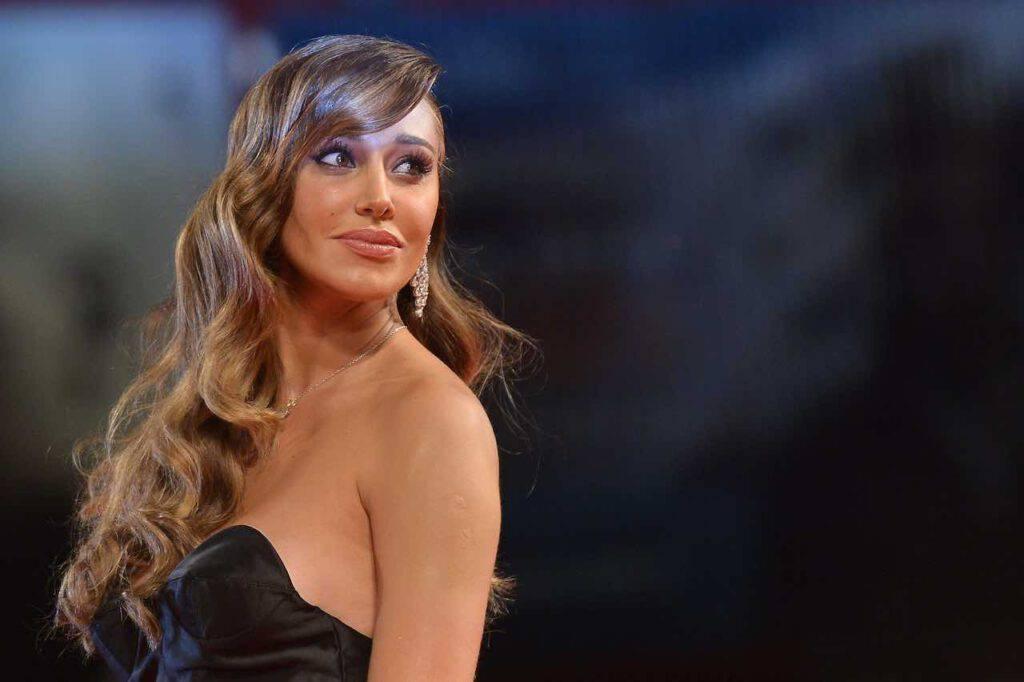 Belen Rodriguez ammaliante in costume (Getty Images)