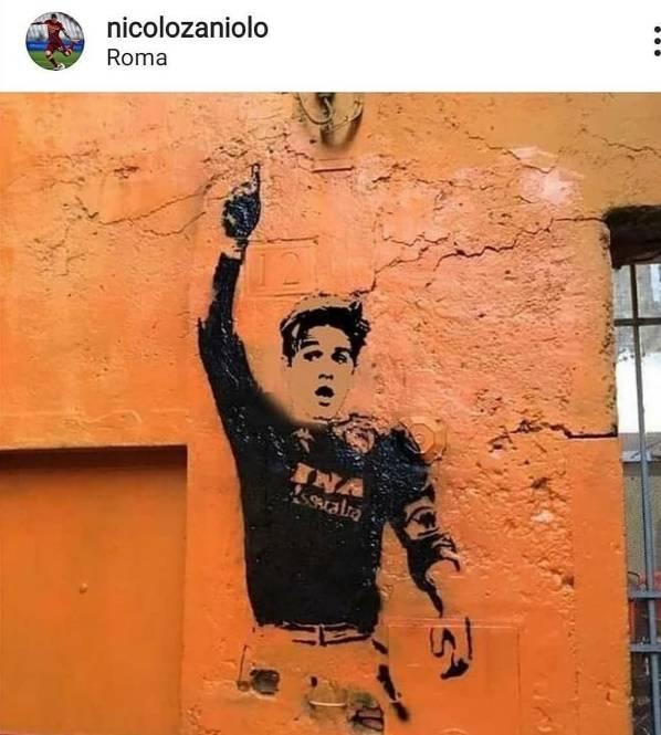 Gavi Zaniolo, volto sul murale di Totti. La folla: