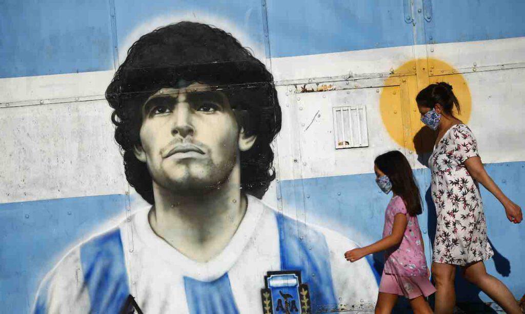 Maradona, il video del medico mentre chiama l'ambulanza (Getty Images)