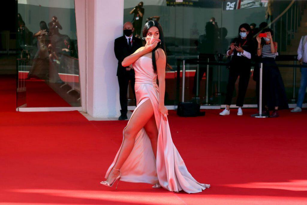 Georgina Rodriguez irresistibile in abito da sera (Getty Images)
