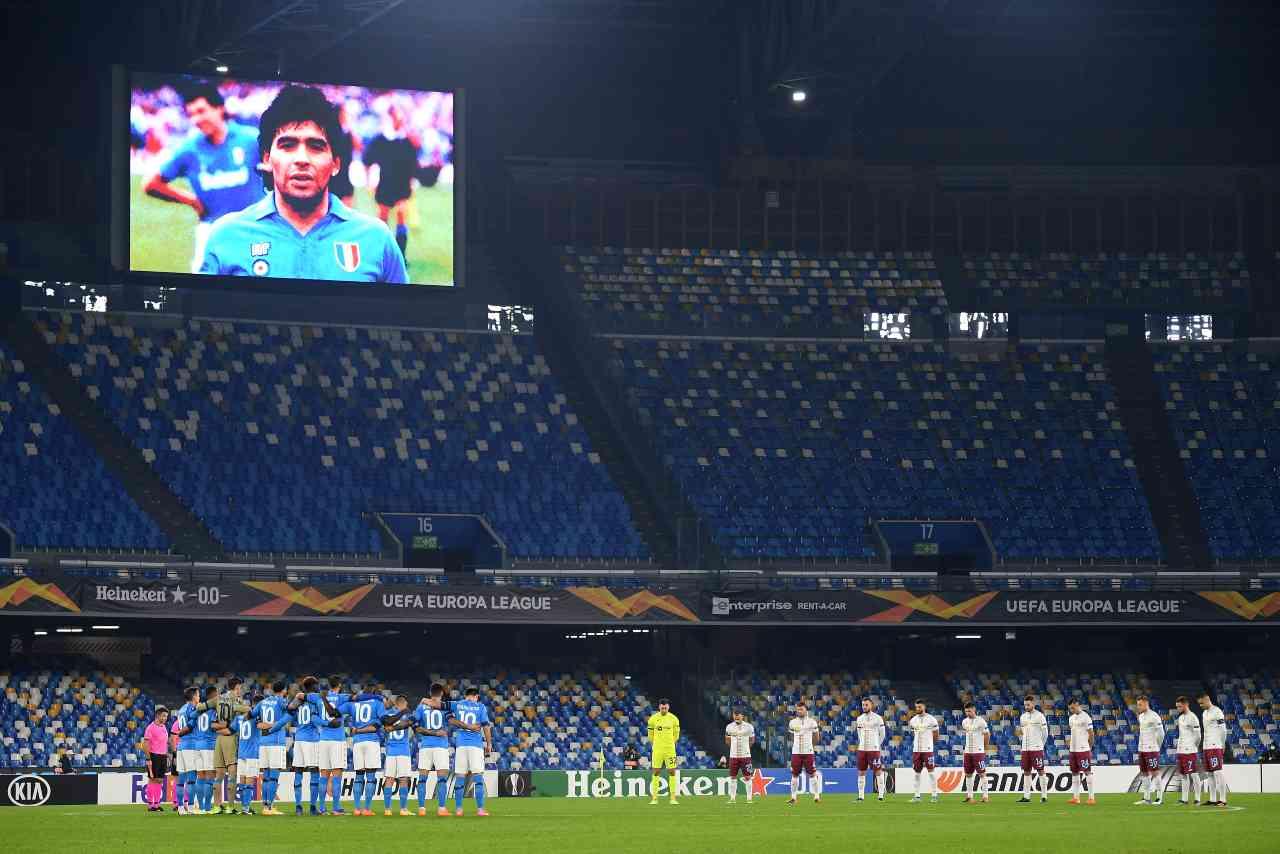 Una foto durante il minuto di silenzio prima di Napoli-Rijeka di Europa League per Diego Maradona