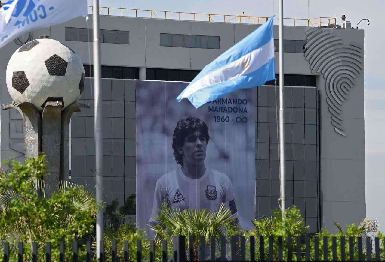Morte Maradona, le offese del medico: l'audio indigna
