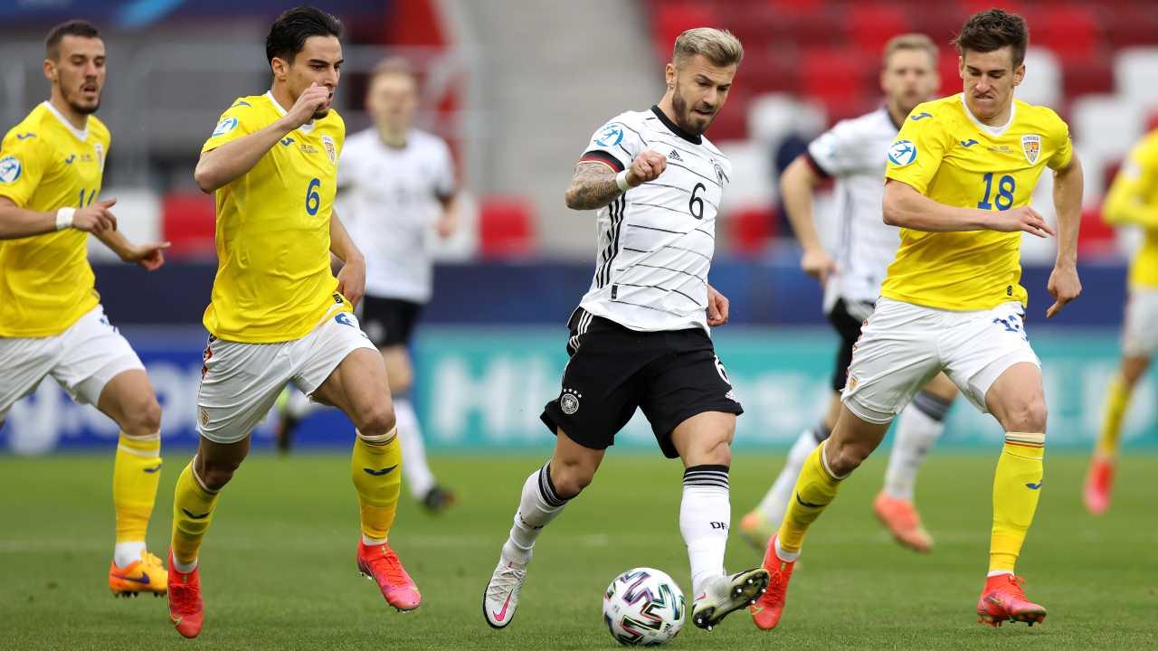 Tutti i risultati degli incontri dell'ultima giornata dei gironi A e B degli Europei Under 21. Le classifiche complete: chi si qualifica per i quarti