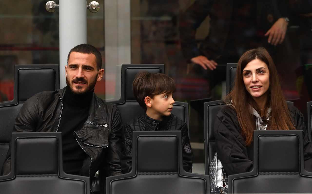 Martina Maccari con Leonardo Bonucci e il figlio (foto Getty)