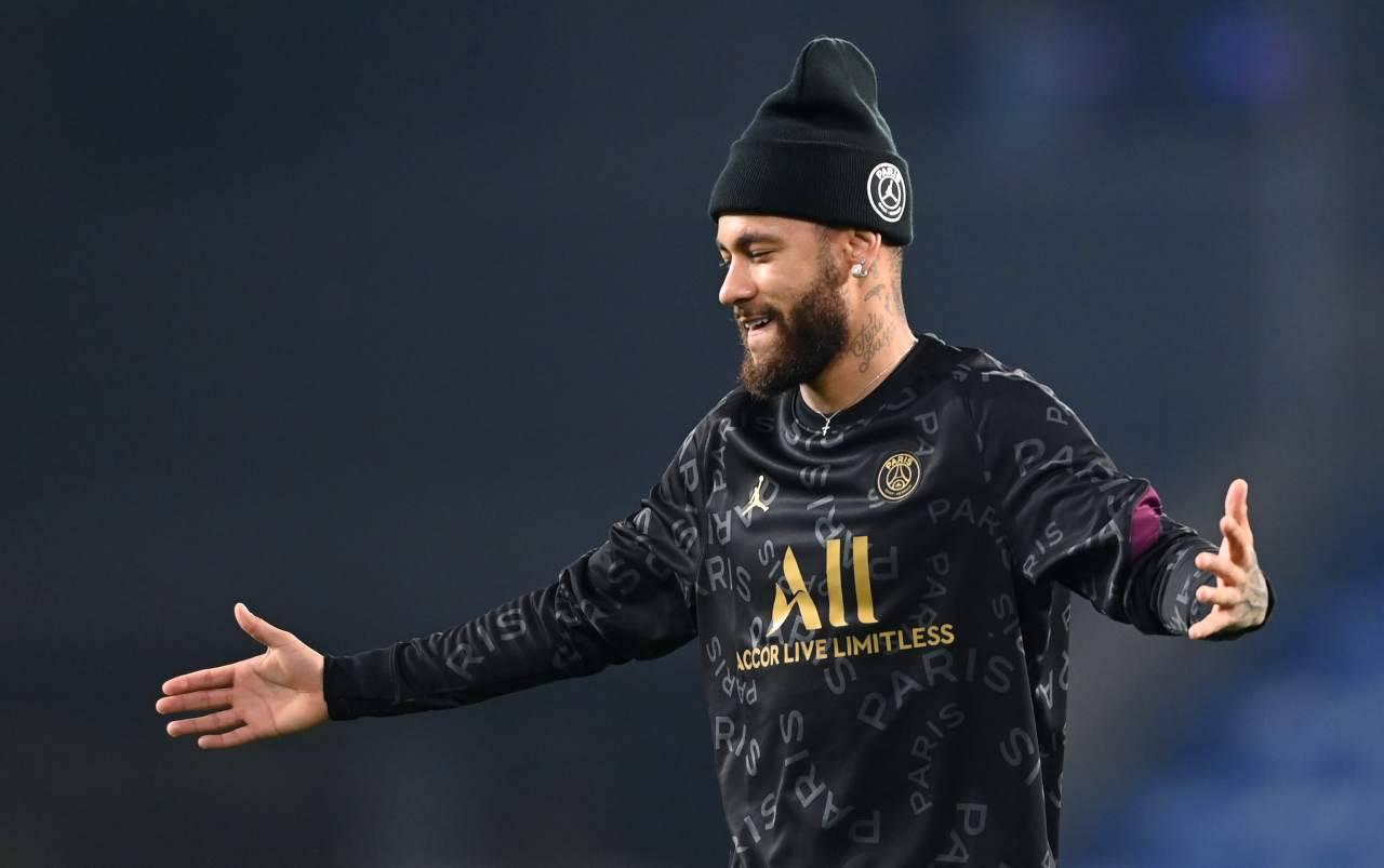 Neymar, videogiochi e il Grande Fratello in tv: il recupero dall'infortunio fa discutere