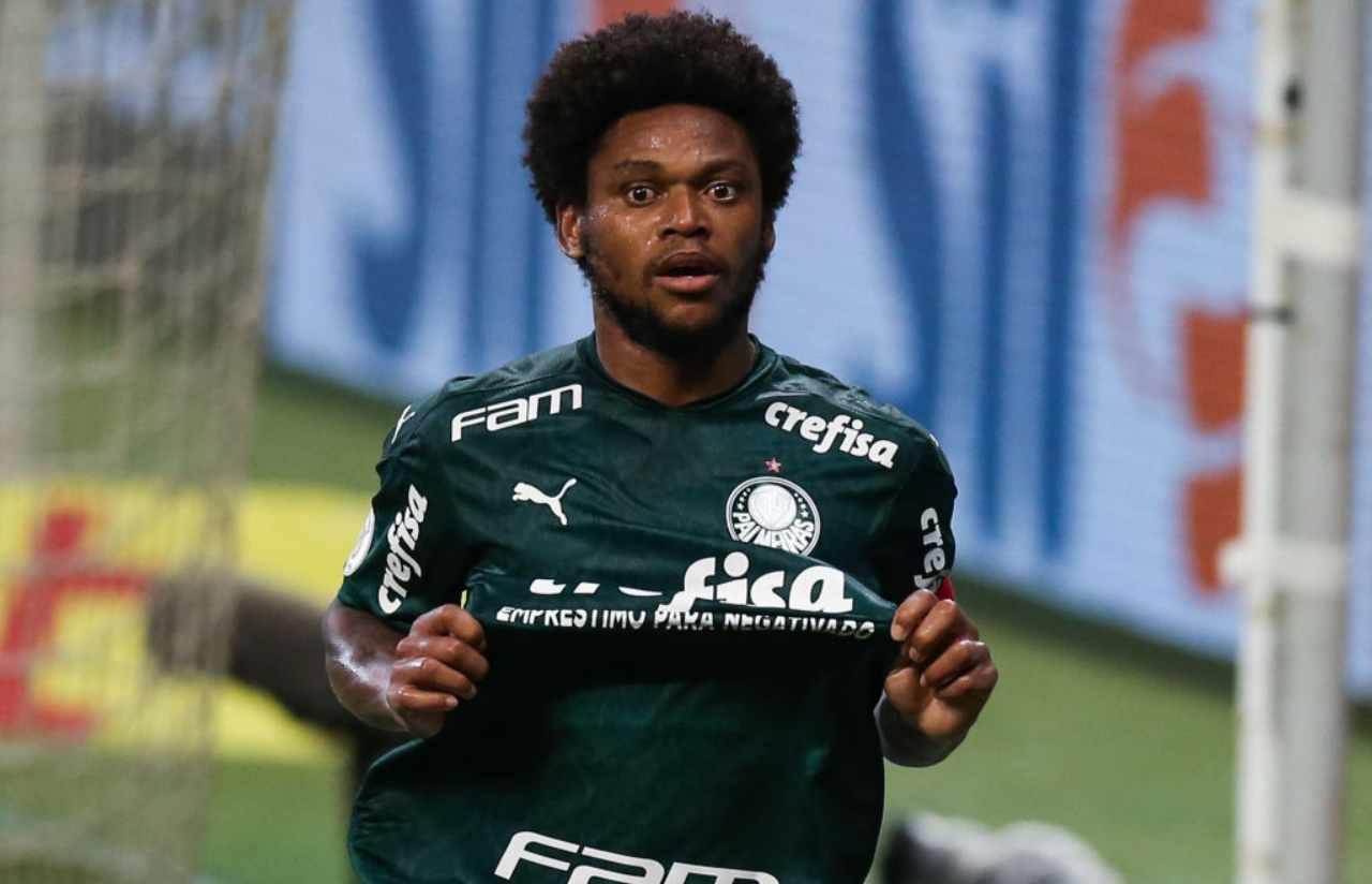Luiz Adriano multa