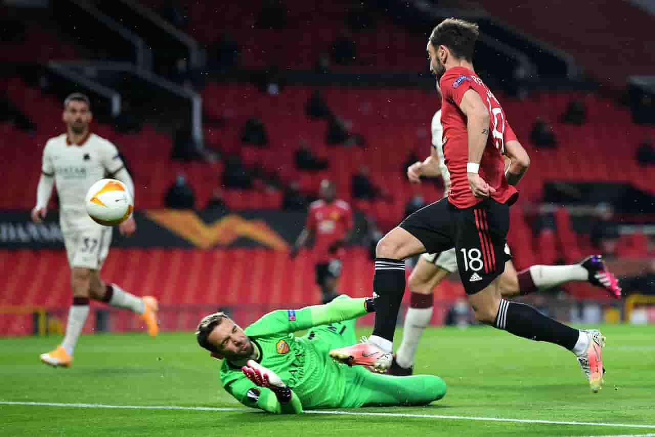 Moviola Manchester United-Roma: braccio di Pogba, l'analisi del rigore