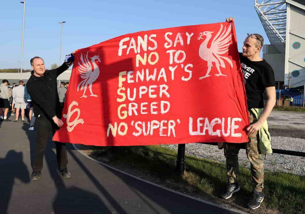 Proteste dei supporter prima di Leeds Liverpool (Getty Images)