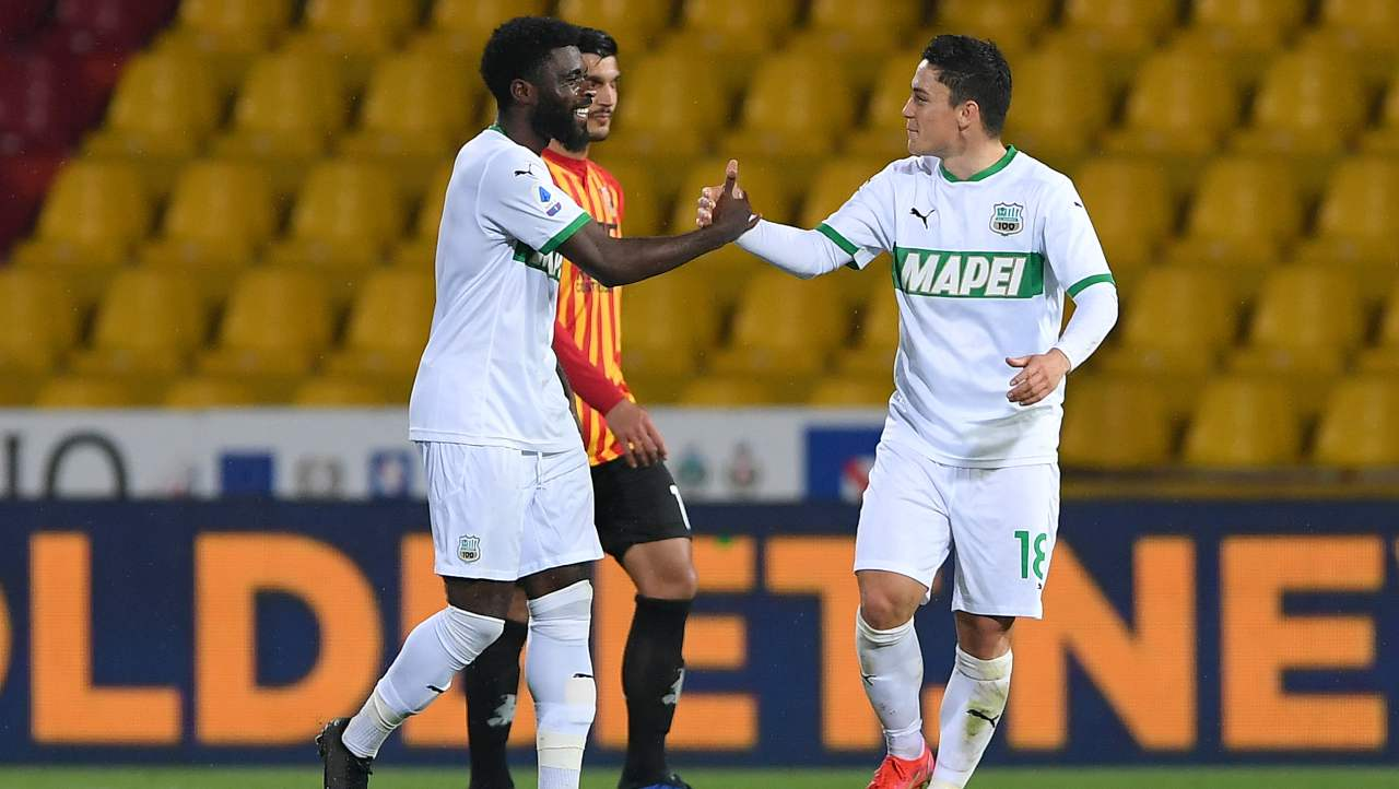 Benevento-Sassuolo, gol di Raspadori o autorete di Barba: la decisione