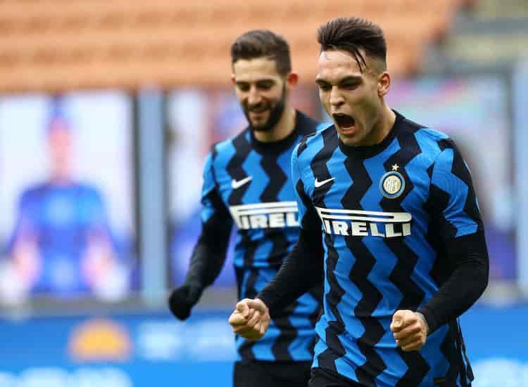 Critiche dei tifosi alla nuova maglia dell'Inter (Getty Images)