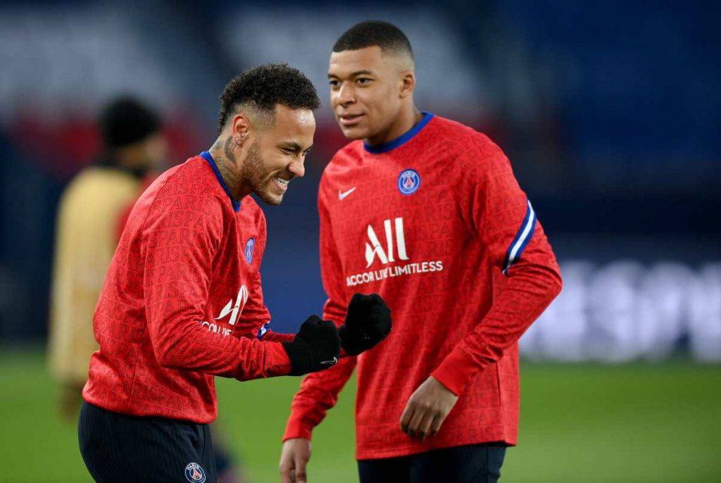Mbappé e Neymar riscaldamento