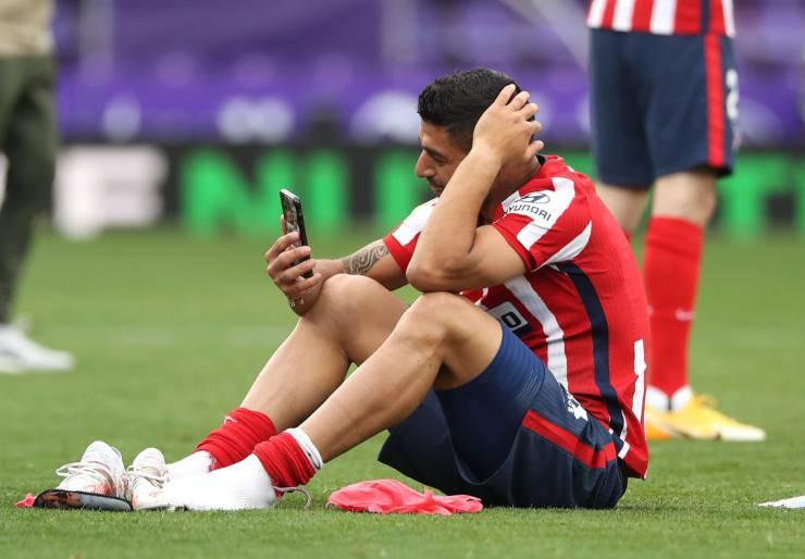 Luis Suarez piange in campo dopo il titolo dell'Atletico Madrid nella Liga