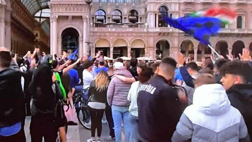 Scudetto Inter, 30 mila in piazza per la festa: polemiche sugli assembramenti