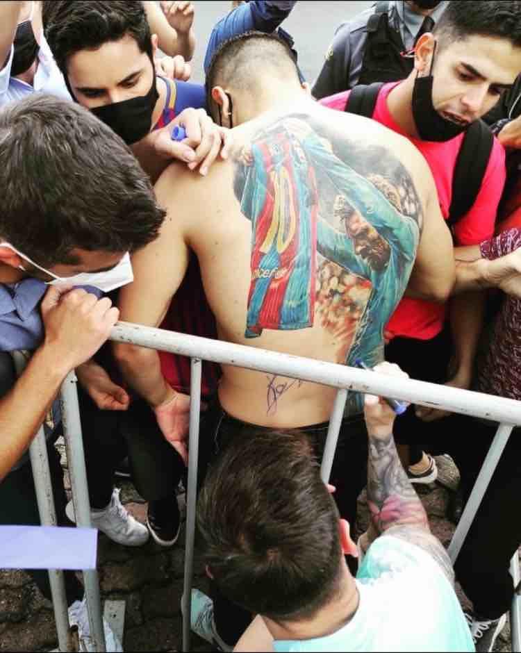 Tatuaggio autografo Messi