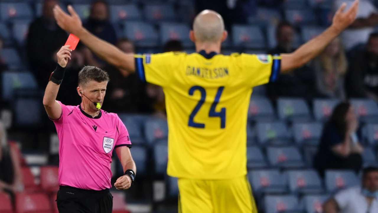 EURO 2020 Svezia-Ucraina, espulso Danielson: il video del fallaccio