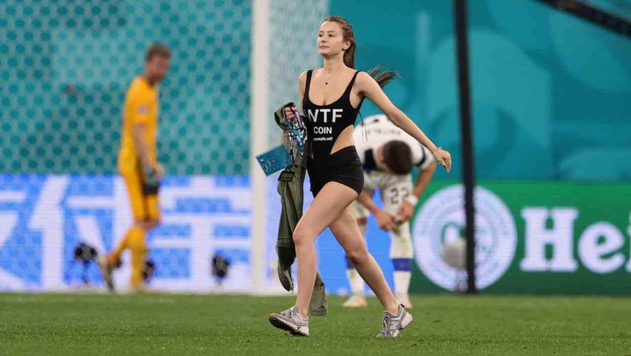 EURO 2020 Finlandia-Belgio, invasione di campo nel finale: le reazioni social