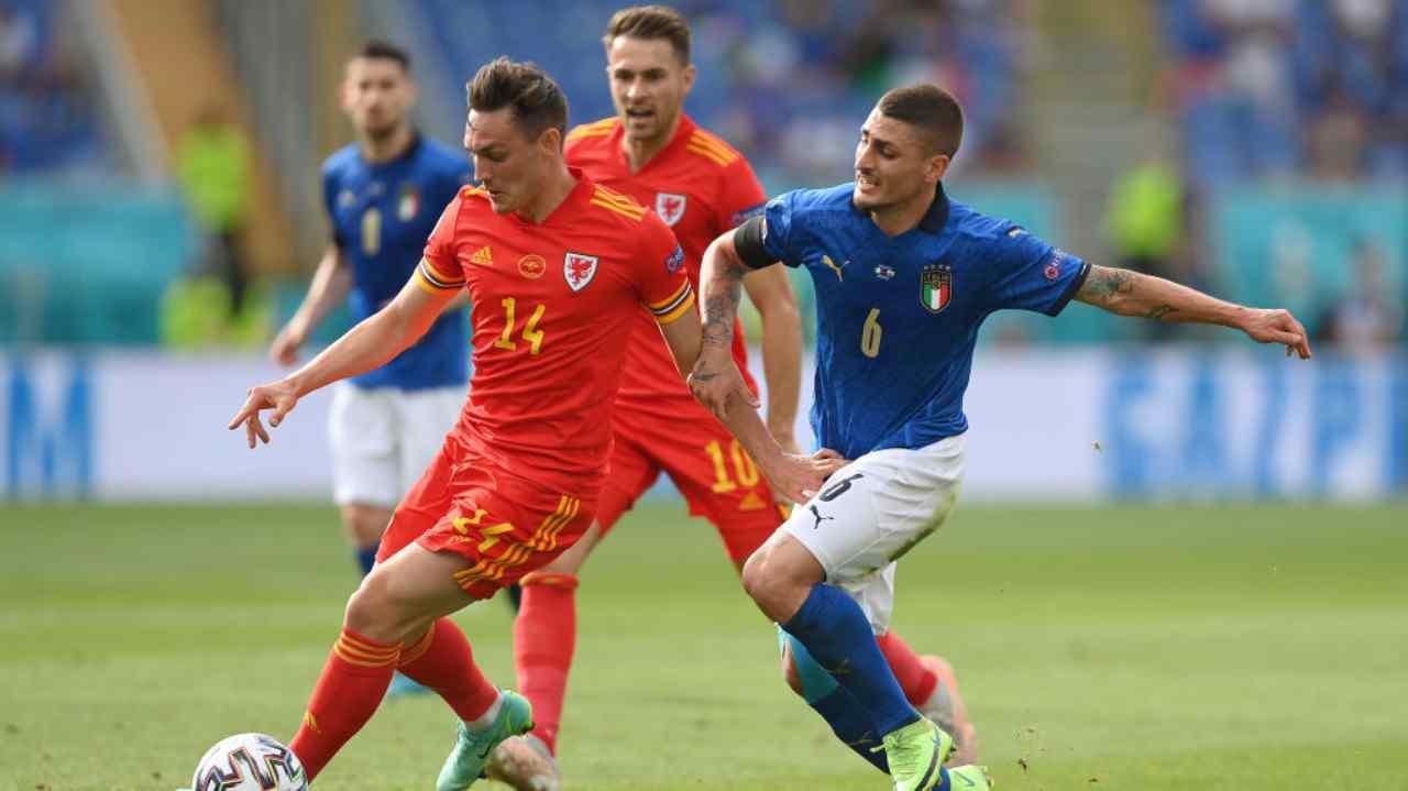 EURO 2020 Italia-Galles, il gesto anti-razzista divide gli azzurri: le reazioni social