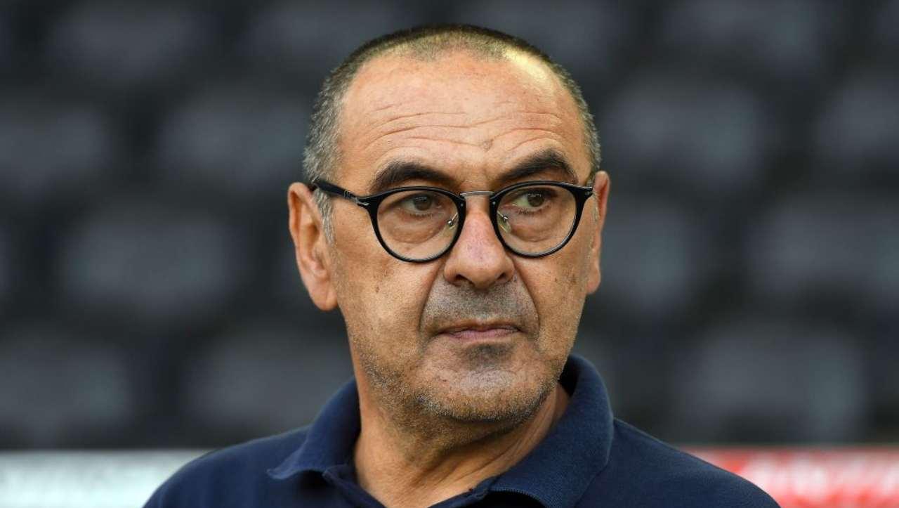 Sarri copre Mourinho, il derby del murales: le reazioni social dei tifosi