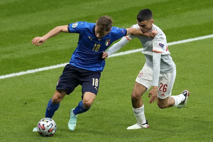 Striscione per il centrocampista nerazzurro (Getty Images)
