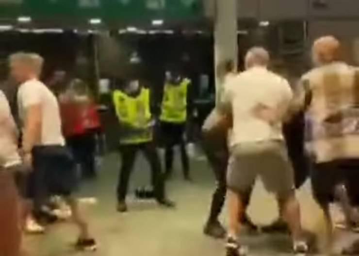 Tifosi italiani picchiati