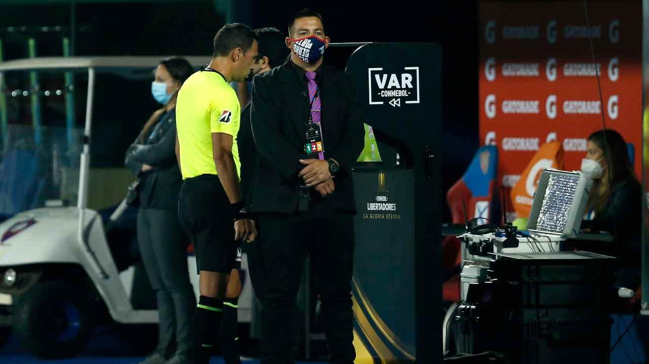 Copa Libertadores, VAR sotto accusa: assurdo errore, la decisione fa discutere
