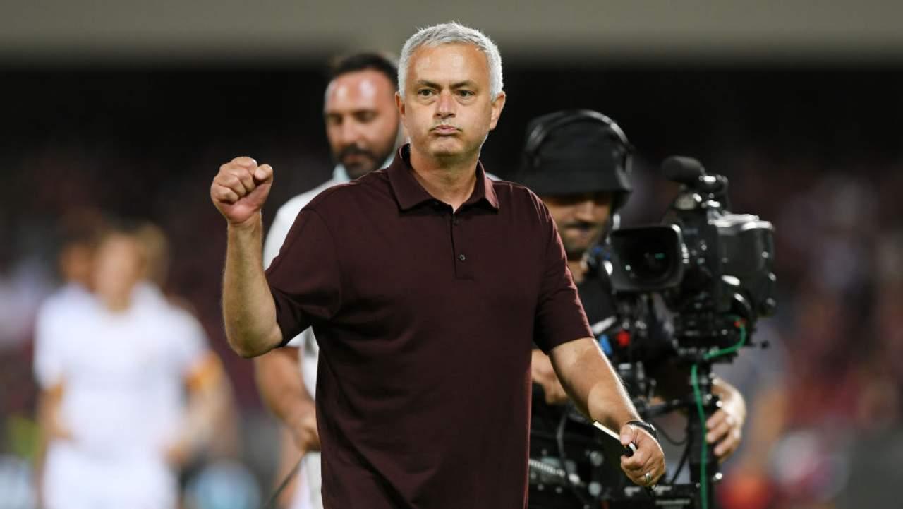 Roma, Mourinho debutta in Conference League: la notizia che fa ben sperare i tifosi
