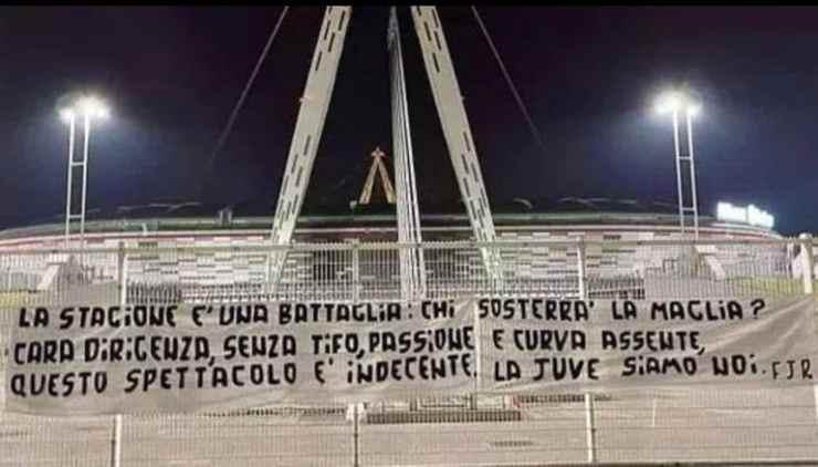 La protesta dei tifosi della Juve