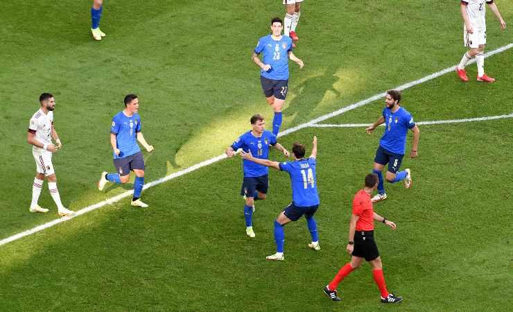 L'esultanza dei calciatori dell'Italia